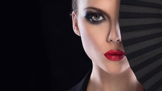 maquillaje invitada boda con labios rojos con vestido negro
